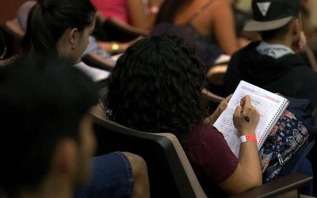 Estudantes precisam estar com as parcelas atrasadas em 90 dias para pedir a renegociação