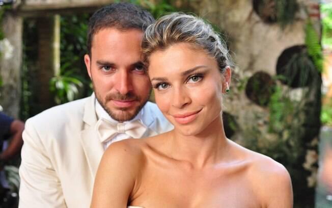 Os personagens Lucena (Grazi Massafera) e Juan (Manolo Cardona) se casam em Cartagena, em