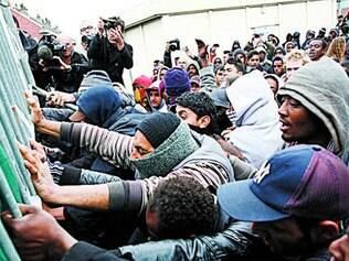 O porto de Calais tem recebido um número grande de migrantes