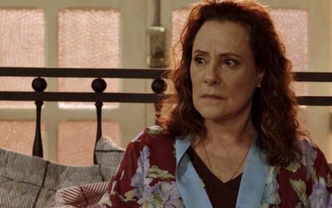 Pega Pega: Mãe de Júlio, Arlete, ressurge o tira da cadeia e faz mistério sobre passado criminoso