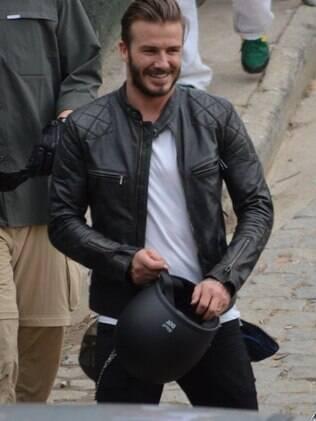 David Beckham grava no Vidigal e posa com fãs