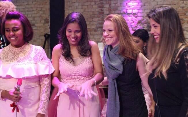 A colunista Flavia Viana ao lado da empresária Monica Baptistelli e com a missionária Emyli e Joana Machado, diretora do Projeto Novos Sonhos