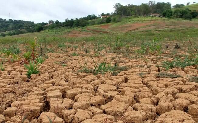 Situação calamitosa da Represa Jacareí, parte do Sistema Cantareira, no dia 29 de janeiro