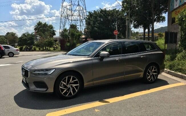 Silhueta do Volvo V60 remete sofisticação e seu visual é moderno, mas não abandona os ares conservadores da marca