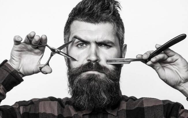 Com a quarentena, os cabelos crescem e a chance de cortar errado aumenta