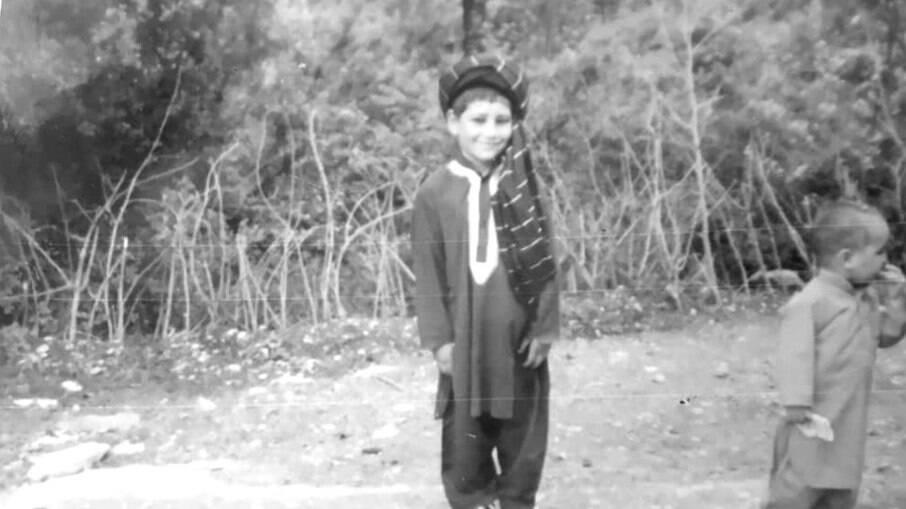 Sayed com cerca de 7 anos de idade, durante o regime passado do Talibã no Afeganistão