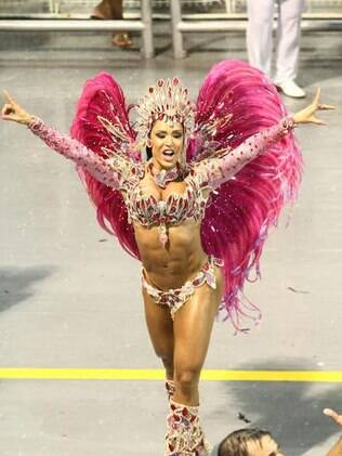 Gracyanne Barbosa em desfile da X-9 Paulistana