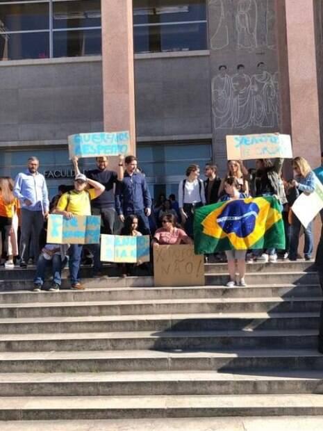 protesto contra xenofobia de brasileiros