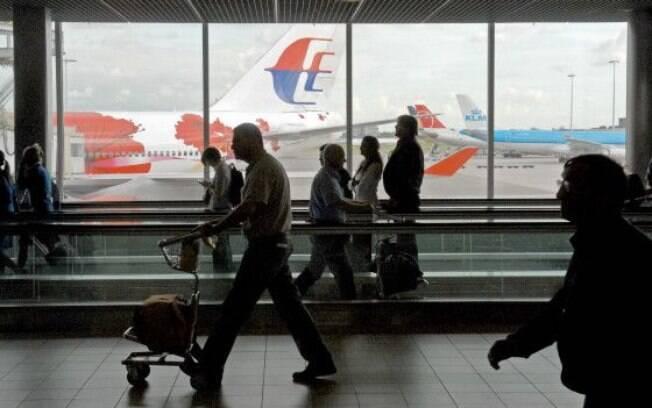 Para viagens longas, uma dica é procurar rotas alternativas ou fazer voos com escalas