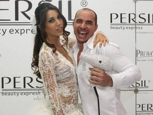 O hair stylist Paulo Persil comemora o lançamento de sua linha de produtos