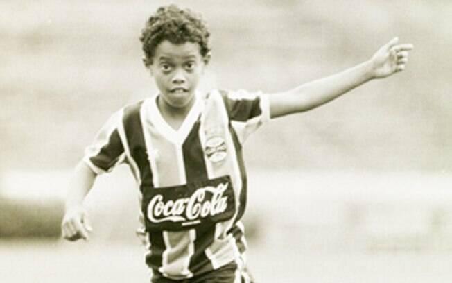 Ronaldinho era craque no futsal e não demorou  para começar a arrebentar nos campos