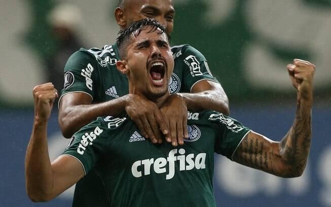 Willian brilhou com dois gols e deu a vitória ao Palmeiras contra o Grêmio