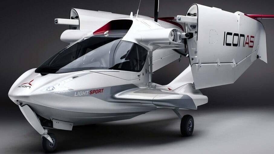 Icon A5 é um hidroavião com asas dobráveis que vem com seu próprio reboque para facilitar o transporte