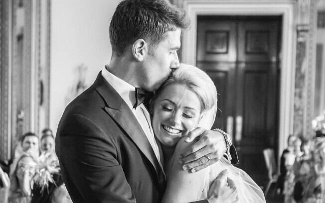A noiva Charlotte foi diagnosticada com câncer de mama uma semana antes do casamento e pensou em desistir da união