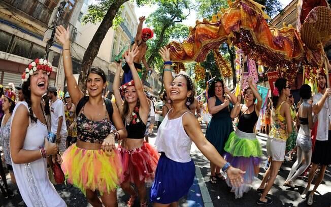 Mulheres têm total direito de curtir o carnaval sem se preocupar com o assédio, mas a violência contra mulher ainda ocorre
