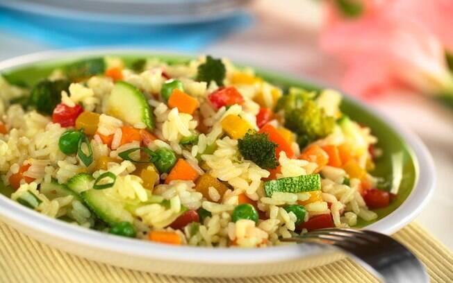 Um prato nutritivo, e bastante colorido, o Risoto cremoso com abobrinha pode ficar pronto em até uma hora
