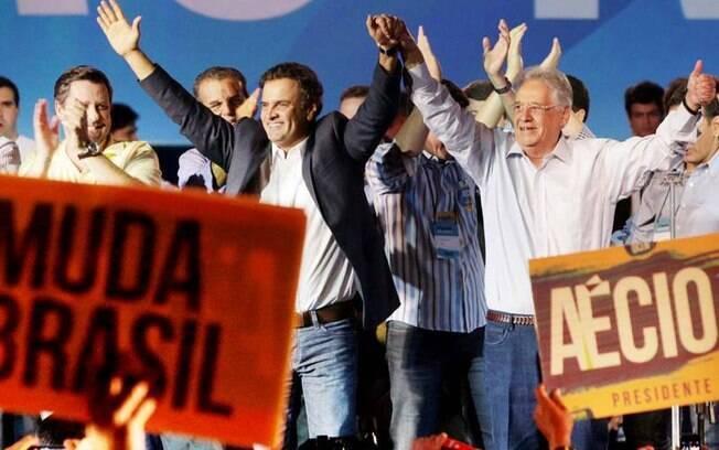 Aécio Neves e FHC durante a Convenção Nacional do PSDB; hoje, ex-presidente nega contestação de resultados das eleições
