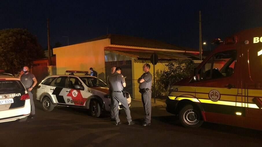 Polícia Militar e Corpo de Bombeiros atendendo ocorrência em Birigui, cidade do interior de São Paulo onde aconteceu o crime