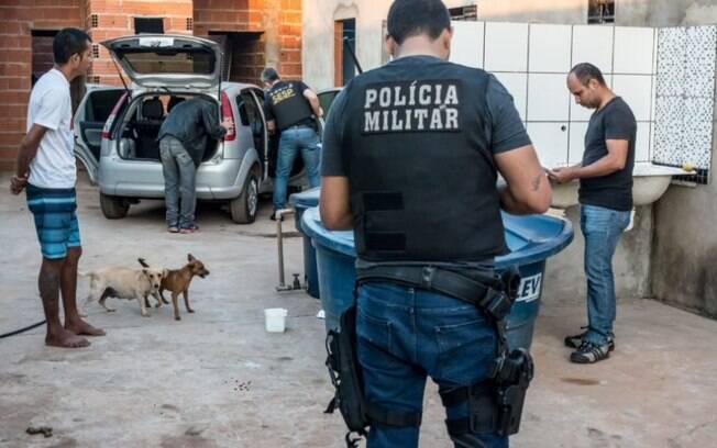PMs em operação contra o tráfico de drogas em Cuiabá: grupo antifascista tem como prioridade o combate às drogas