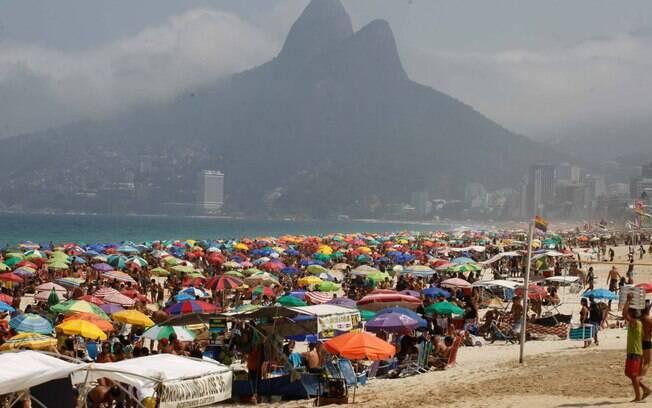 Brasileiros reduziram adesão às medidas de isolamento social, mostra IBGE
