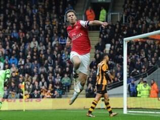 Aaron Ramsey  celebra gol marcado sobre o Hull City