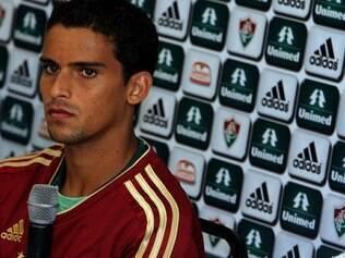 Diretor de futebol do Fluminense, Rodrigo Caetano, descartou a saída do volante
