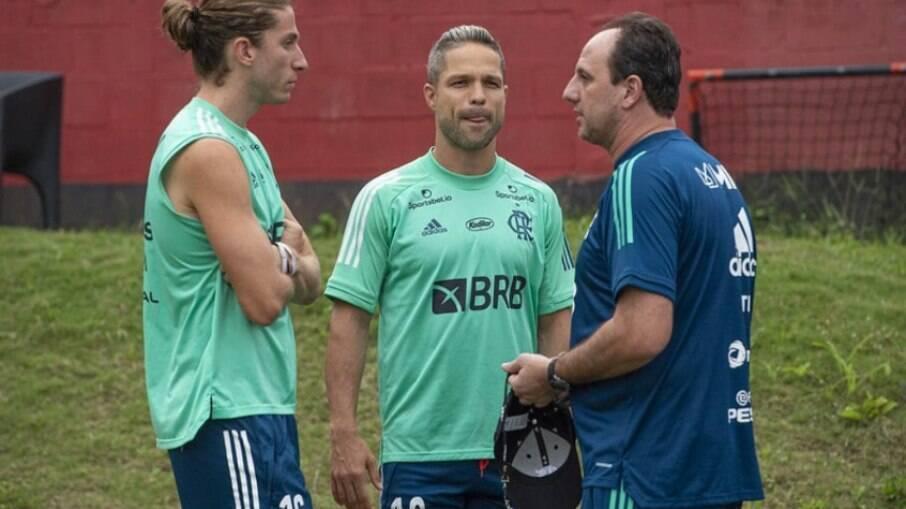 Ceni conversa com seus jogadores durante o treino