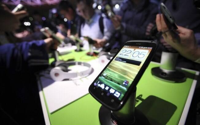 HTC One X, com Android 4.0, foi apresentado no MWC 2012