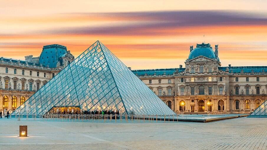 Louvre é um dos museus mais famosos do mundo