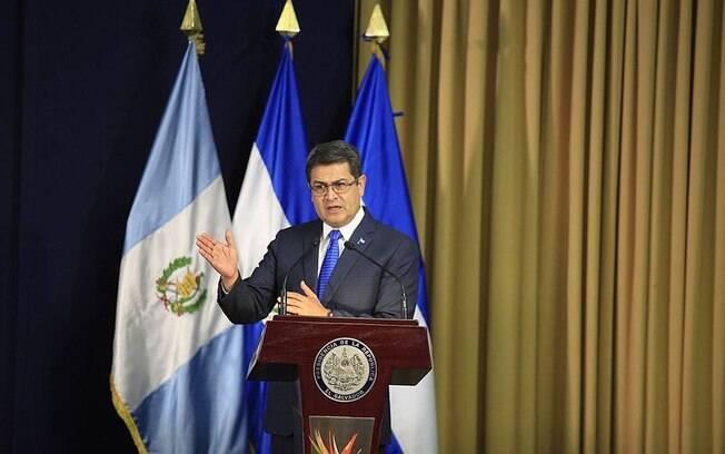 Juan Orlando Hernández, presidente de Honduras desde 2014, foi reeleito em 2018 para novo mandato sob acusações de fraude eleitoral