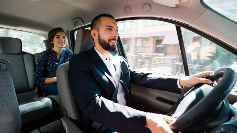 Jovens estão preferindo se locomover por aplicativos, taxi, ônibus e metrô, segundo pesquisa do Detran