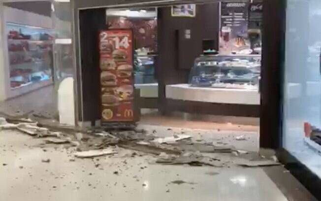 Segundo relatos de lojistas do Shopping Iguatemi (SP), o desabamento aconteceu pouco antes das 16h do domingo (2)
