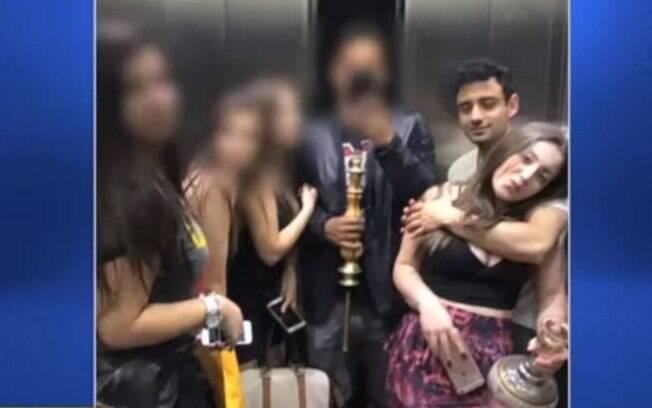 Foto inédita mostra Allana Brittes abraçada com Daniel no elevador do prédio do atleta