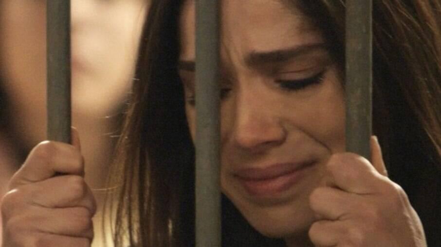 Vitima de armação, Shirlei e levada para a cadeia