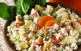 Salada de quinua com damasco e peito de peru
