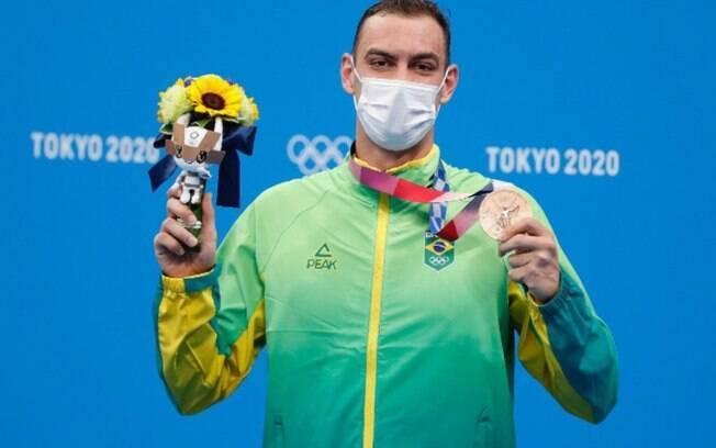 Novo medalhista olímpico, Scheffer treinou em açude e piscina de 15m na pandemia