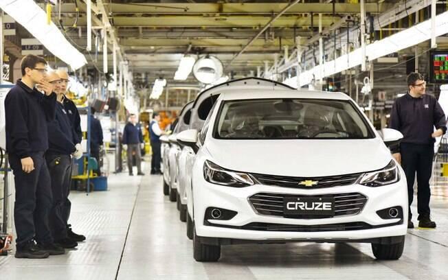 Unidade de produção da GM na Argentina, fabrica o Cruze e passará a ter um novo modelo saindo da linha de montagem