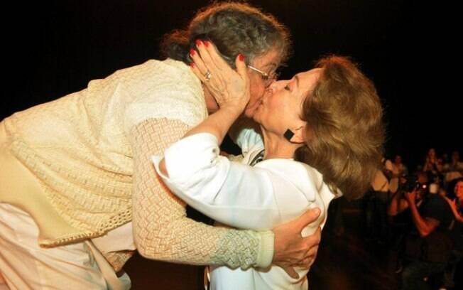 As atrizes Fernanda Montenegro e Camila Amado beijaram-se em ato contra Marco Feliciano