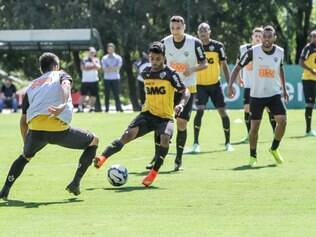 Daniel treinou entre os atletas que deverão ser titulares contra o Internacional
