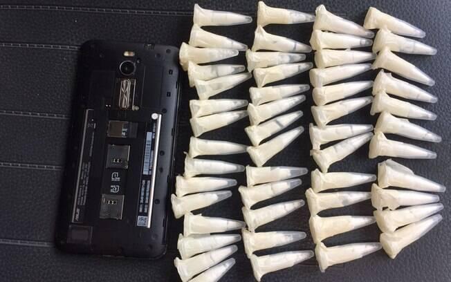 Operação Comunidade Moinho - Dezenas de porções de cocaína, que seriam enviadas para a cracolândia, apreendidas pela ROTA com um celular que será analisado pela área de inteligência da PM