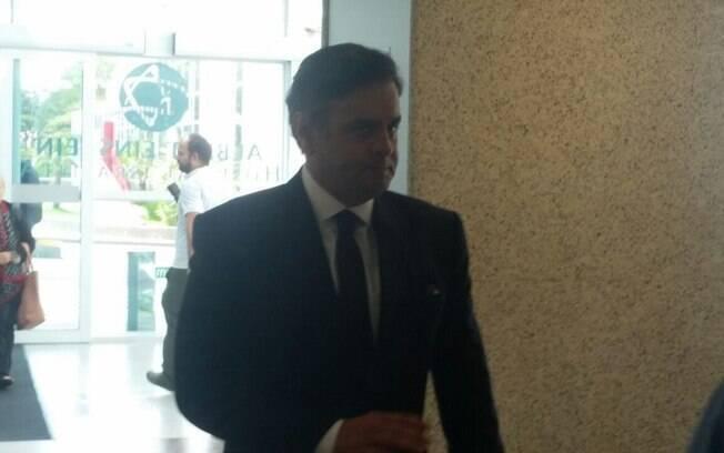O presidente do PSDB ao chegar ao Hospital Israelita Albert Einstein, na tarde desta sexta-feira