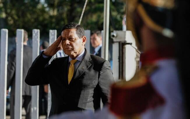 Hamilton Mourão afirmou que educação moral e cívica pode voltar