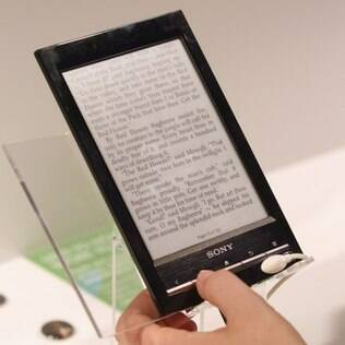 e-reader da Sony entra na disputa do mercado dominado pelo Kindle