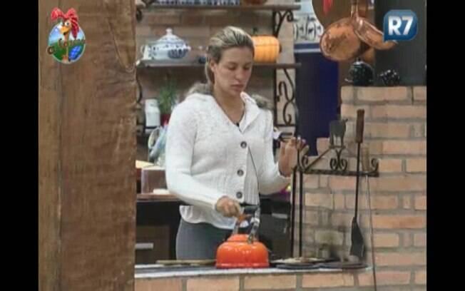 Joana prepara café da manhã