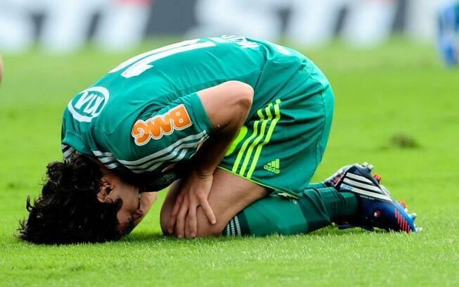 Valdivia sentiu dores e precisou abandonar o  clássico contra o São Paulo
