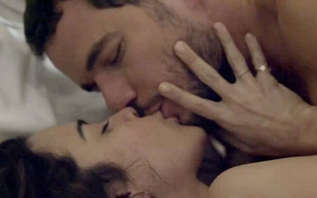 Daniel de Oliveira e Alice Braga em cena de