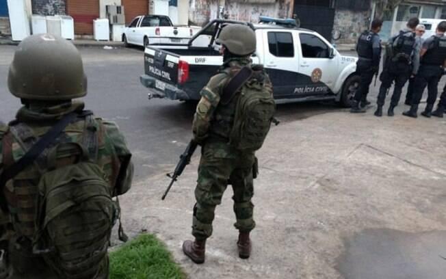 orças Armadas fazem operação na comunidade do Kelson's, no Rio de Janeiro, na manhã desta terça-feira