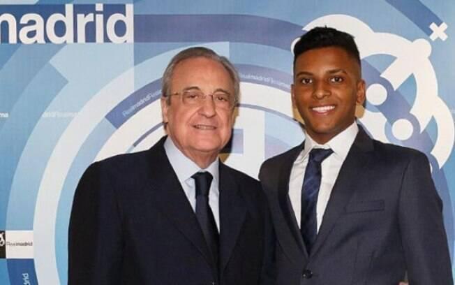 Rodrygo ao lado do presidente Florentino Pérez