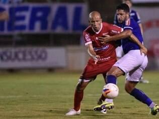 Fábio Júnior não conseguiu impedir derrota do Bugre, na Arena do Calçado
