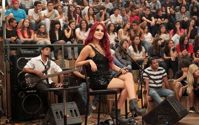 Fãs de Dulce Maria torcem por uma relação mais próxima com a cantora  mexicana. Foto c7c299b23a